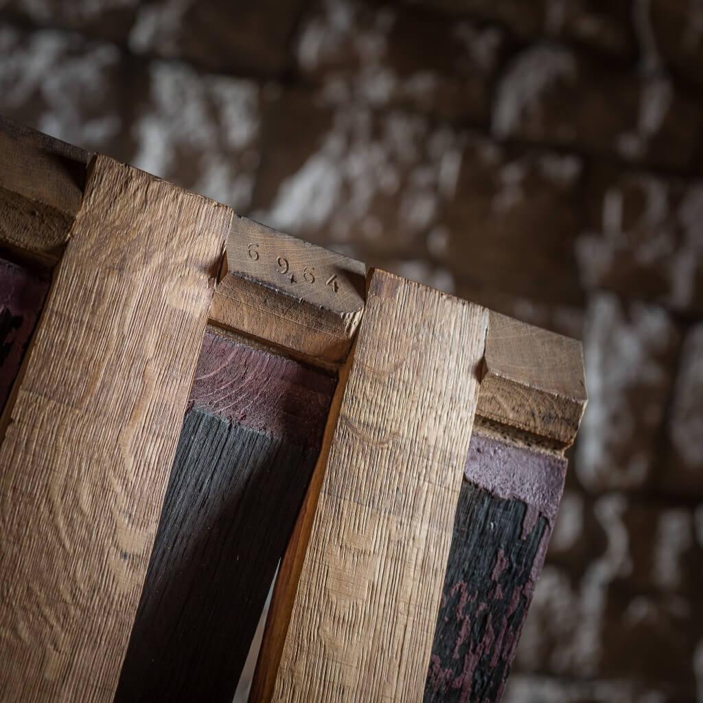 <p>Il termine Barrique indica le preziose botti che contengono il vino, fatte di legno pregiato in grado arricchire la bevanda con la propria aroma. Dentro queste botti il vino fermenta, invecchia regalando al legno il colore vinaceo dell'uva e il luccichio del tannino. Alcune di queste botti, prima di prendere le forme dei prodotti Woodart, [&hellip;]</p>