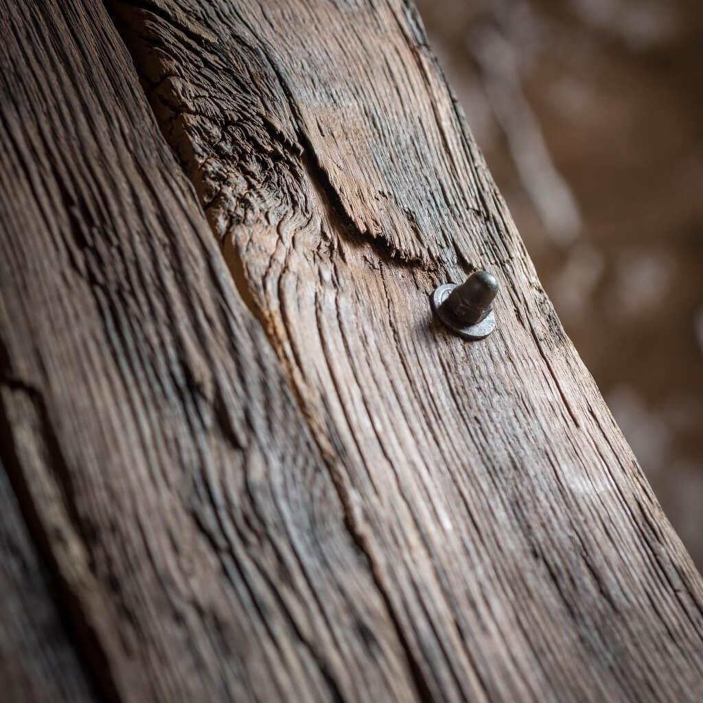 <p>Seduta squadrata in ferro, che prosegue creando con un unico pezzo anche la base del prodotto. Le assi che compongono lo schienale creano un effetto a coda di pavone e sono formate da legno modellato dalla mano dell'imprevidibilità dell'ambiente esterno. Il termine Barrique indica le preziose botti che contengono il vino, fatte di legno pregiato [&hellip;]</p>