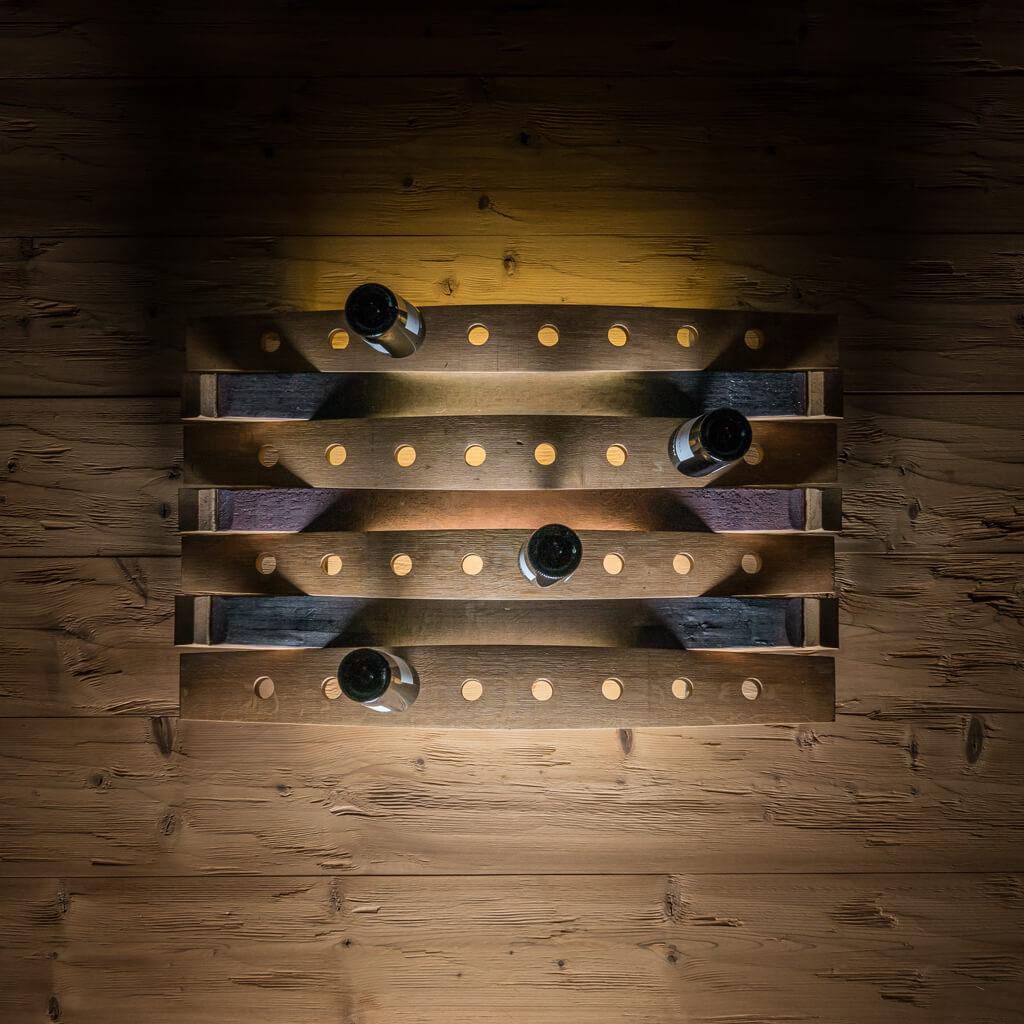 <p>Un prodotto da parete per collezionare le vostre bottiglie preferite arredando la zona living. Il portabottiglie Amarone permette la massima visibilità dell'etichetta ed è l'ideale per esporre con eleganza e stile le migliori bottiglie. Il portabottiglie Amarone è stato creato utilizzando le botti in legno costituite a loro volta da pregiate doghe curvate e assemblate [&hellip;]</p>