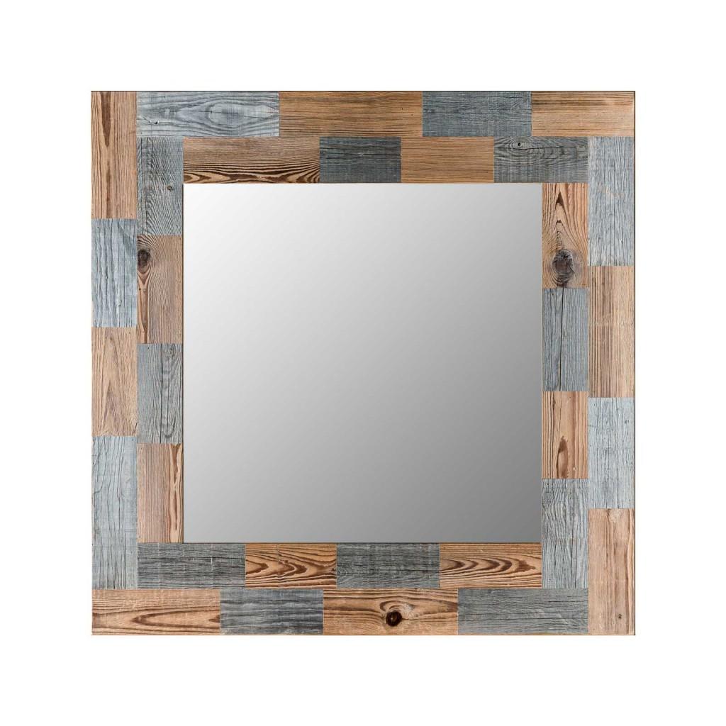 <p>Questa è la specchiera più giocosa della linea di Wood Art e rientra nella linea Pestuze poiché la cornice è stata creata assemblando pezzetti di legno che derivano da vecchi fienili ampezzani. L'assemblaggio dei pezzetti di legno di differenti colori crea un gioco geometrico dinamico che anima la parte specchiata.</p>